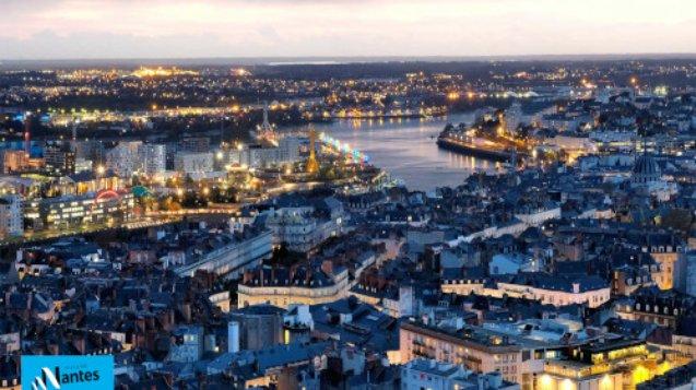 Nantes la nuit vue Loire depuis la tour Bretagne le nid